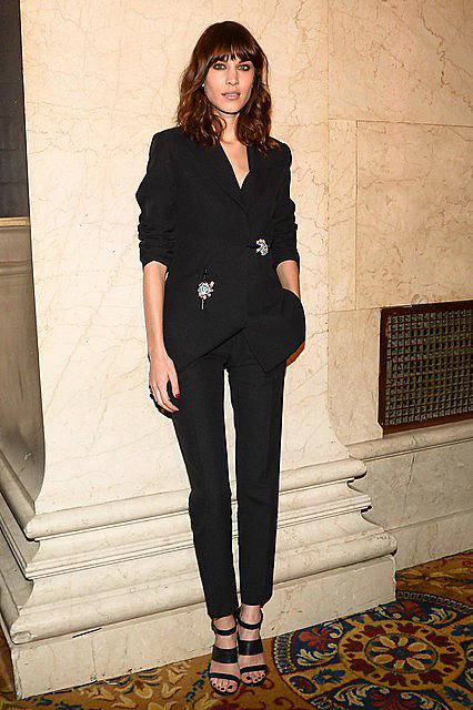 Alexa-Chung-wore-chic-black-suit-event