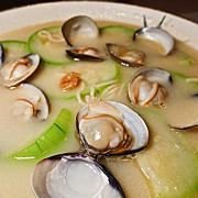 很棒的蛤蜊丝瓜煨麵!! 滷味也好吃!!  216巷美食新选择, 女当家极緻锅功夫麵