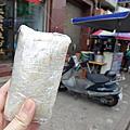 澎湖美食。二信飯糰+春仁黑糖糕