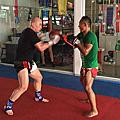 朱教練向世界泰拳王 善猜(SAENCHAI) 學習泰拳