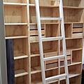 高架書櫃及滑軌木梯