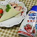 草莓潤餅捲