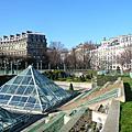 Paris, ça fait huit ans.