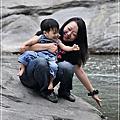 2011/10/29大自然的鬼斧神工—「萬年峽谷」(可可5.8ys+樂樂1y)