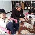 20180318 小幫手幫忙挑豆芽菜