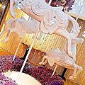 【網美打卡咖啡店/高雄苓雅區】太浮誇 ! 巨美室內純白旋轉木馬咖啡店  ♡ 棉花糖 Candy Floss