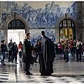 [葡萄牙自助 波多。世界最美車站之一 聖本篤車站São Bento。聖伊爾德豐索堂 Igreja de Santo Ildefonso。聖靈教堂]