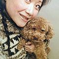 陪伴我與家人14年的愛狗LUCKLY已過世上天堂,我與他合照於2006溫哥華冬,思念他於2007回台後製作他的狗公仔留念