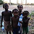 【馬達加斯加Madagascar】穆隆達瓦Morondava‧猴麵包情侶樹‧沼澤捕魚‧猴麵包樹大道A