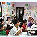 周黃彩娟創立敦煌英語補習班(學生超過3000人)