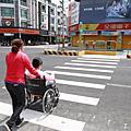 彰化工務段推英式Z字型穿越道  提升行人過馬路的安全