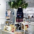 D.Maisie內湖店,不用再跑日韓掃貨了,美美的服裝都在這裡,還能點杯咖啡,慢慢逛