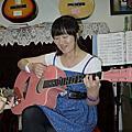 好喜歡這把粉紅吉他!
