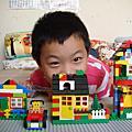 樂高積木蓋房子
