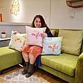 【內湖 家具店】寄居蟹家居 時尚繽紛的展示空間 現場看到的掛畫擺飾 沙發床墊統統都可以買回家 打卡再送可愛抱枕