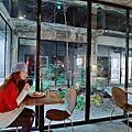 【台中中區 住宿】植光花園酒店SOF Hotel 廢墟風格旅店 天井花園有如電影場景 房間整面落地窗 晨光環繞 夜景迷幻好似小說情節