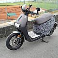 閃亮亮鑽銀改裝套件上身!Gogoro S2 Cafe Racer x Gozilla狗吉拉加長鋁合金前土除/平面橡膠鋁合金腳踏板