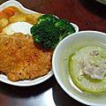 11/21晚餐!咖哩豬排飯&大黃瓜鑲肉~