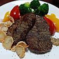 我家型男掌廚實錄(PART362)~好市多嫩煎里肌真空包牛肉