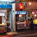南勢角美食│興南夜市【通化街二十年 招牌特製脆腸】小資族必點的10元滷味攤!!
