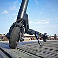 開箱河濱公園吸睛利器!Swagtron Swagger 潮格碳纖維電動滑板車讓代步好輕鬆