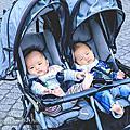 【雙胞胎-育兒】來羅東林場擠(集)乳,順道溜小孩