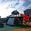 新北‧樹林公園 ☺ 樹林東昇公園 星際探險主題公園正式啟用 ~ 融入銀河系、星球概念,立體攀爬網及360度鞦韆、水管隧道,幼兒也適合玩:)
