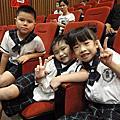 12-07-14**小屁孩的【畢業典禮】。