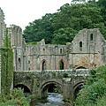 漫步於英格蘭的鄉間小鎮--泉水修道院