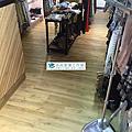2017/5/2西門町服飾店地板換新作品(使用夏木系列2708導角木紋)