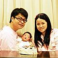 2011年11月19日鈺銘出生第12天-我們的第一張全家福