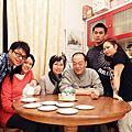 2011年12月18日鈺銘出生第41天-第1張與外公外婆的全家福