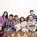 2012年1月24日鈺銘出生第78天-回宜蘭過年拍全家福