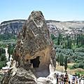 鑽進鑽出的恰烏辛岩窟教堂Çavuşin Köyü