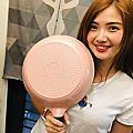 主廚鍋具推薦-義大利CUOCO暄妍粉鈦晶岩不沾鍋真的不沾、不黏,食物烹調減少油脂的吸收保留純粹食物原味