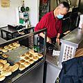 台南老麵燒餅三赫燒餅每日限量推薦三赫老麵蔥餅千層酥餅,吃燒餅真的會掉芝麻