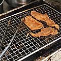 台南東區早餐推薦開店17年正宗炭火烤肉,用木炭直接炭烤,特殊的木炭香氣,價格便宜,有炭烤味道好吃