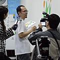 華視新聞雜誌專訪幸福藤牆壁彩繪-側拍畫面
