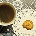 【喜餅】大黑松小倆口「玫瑰花園結婚喜餅禮盒」時尚菱格包造型,兼具浪漫與實用於一身,2016新款喜餅開箱分享❤