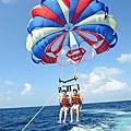 """「長灘島玩樂」想在南島國度當超人 穿海灘褲乘著""""拖曳傘""""就可以"""