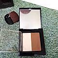 【彩妝】素顏霜也可以這樣用X花娜小姐小顏視覺雙色修容盤