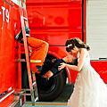 高雄創意個性婚紗:消防婚紗