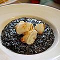 【黑米 CAFÉ ● BISTRO】 美味黑嚕嚕墨魚燉飯