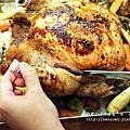 【週末一起煮】聖誕節烤雞,一隻雞,兩個人,吃四頓。
