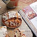 【麵包】跟著「法國麵包教父的經典配方」做石臼粉葡萄乾/蔓越莓有機麵包。