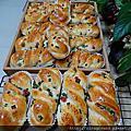 麵包-火腿葱花紐結麵包