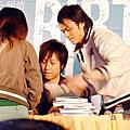 0225/06阿信中友簽書會
