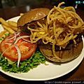 發福廚房Bravo Burger 吃了吃了就發福了~