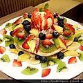 台北內湖 House Bistro 好適廚坊 令人驚艷好喝奶昔 三層疊疊水果鬆餅誠意滿載呀
