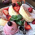台中早午餐|小豚輕食。2017菜單。2017食記。限量草莓鬆餅。